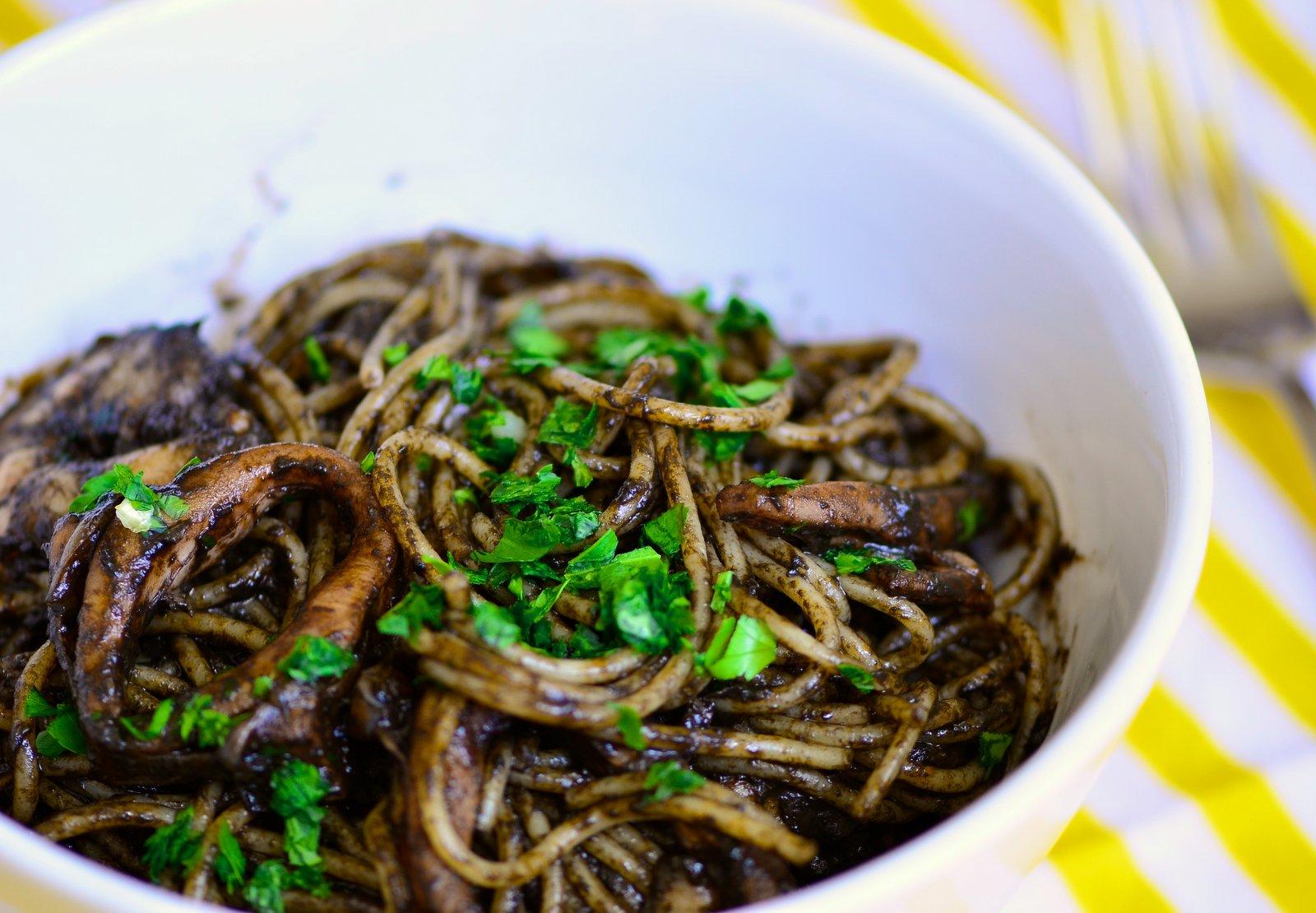 3-curiosità-dove mangiare- spaghetti-nero-di-seppia-2